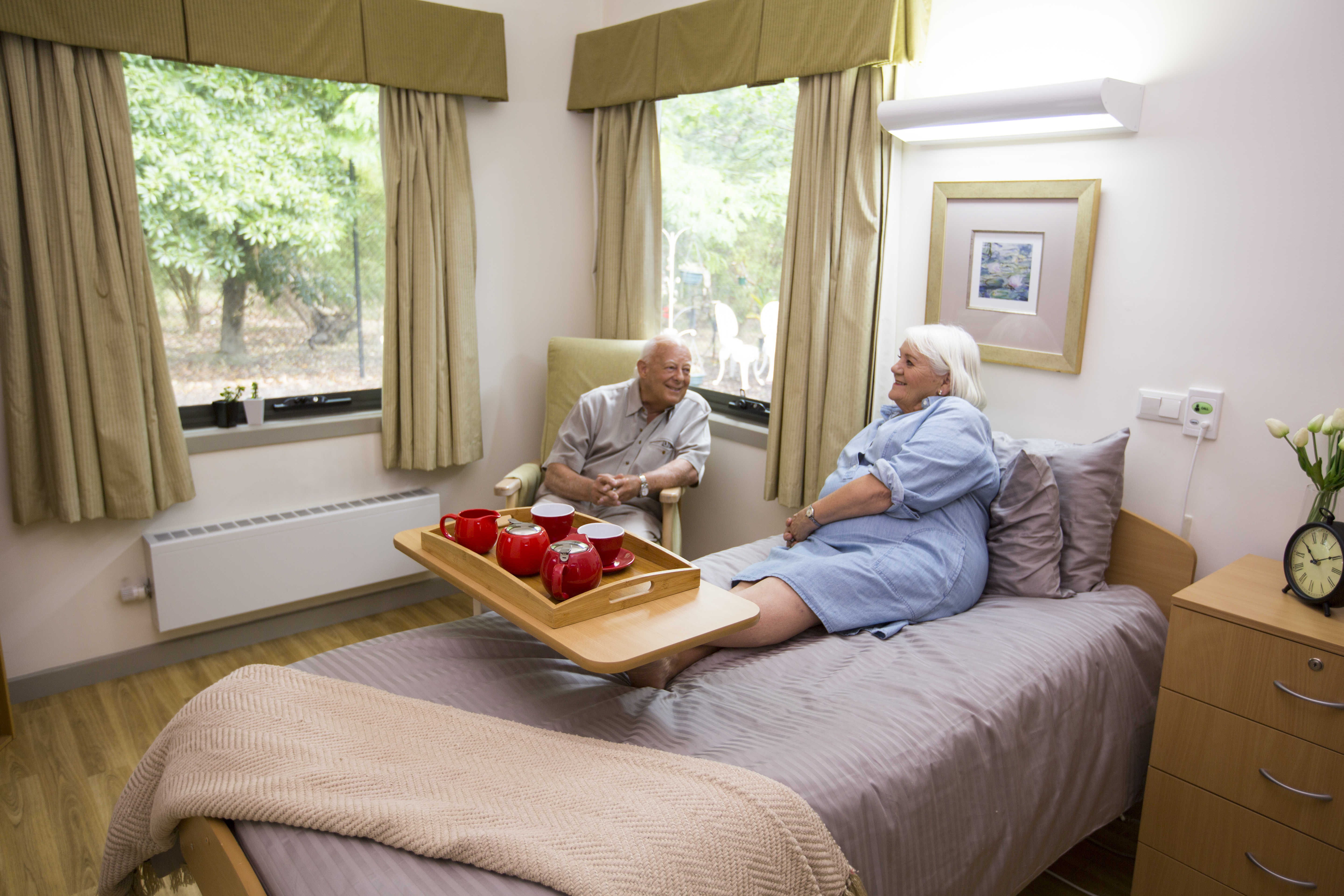 Image of couple in bedroom at HeathMont